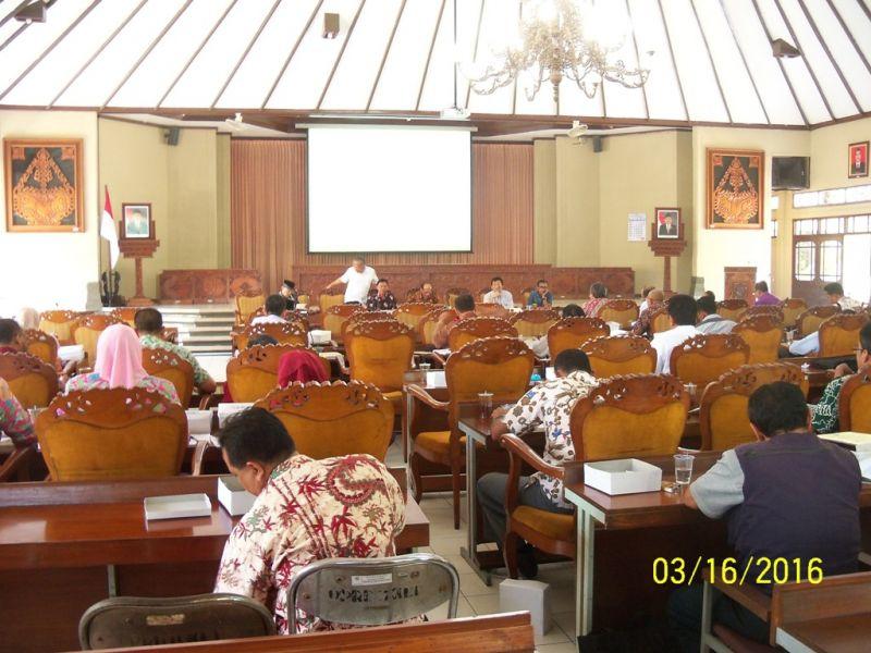 Rapat kelompok 3  bidang Fisik Prasarana  di ruang rapat paripurna  DPRD Klaten.