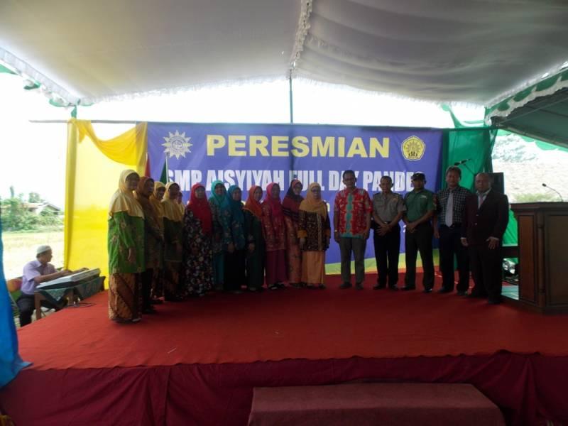 Pengurus Aisyiyah Pusat dan para Pengurus Aisyiyah Wilayah Jawa Tengah dan lainnya bersama Muspika Wedi.