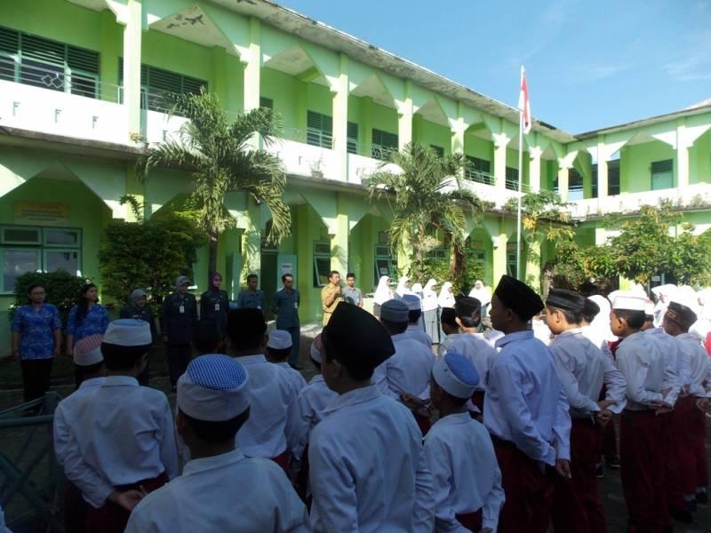 Siswa SD Muhammadiyah Tonggalan sedang apel persiapan ujian sekolah. (p.kus)